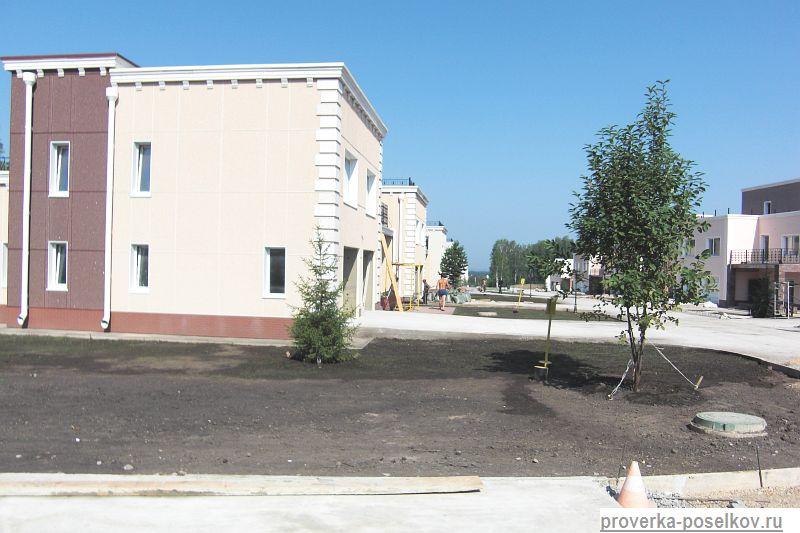 Фотография улицы в коттеджном посёлке Берёзки