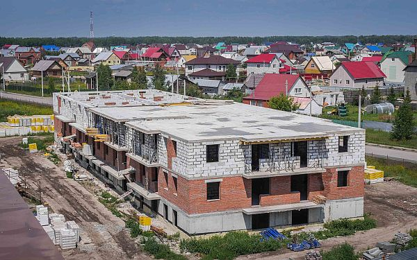 Строящийся дом №17/4  в микрорайоне Радужный город в Верх-Туле, июль 2016