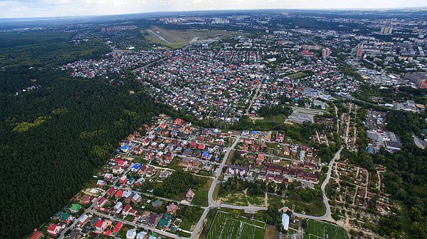 Посёлок «Дубравушка», малоэтажный дом «ШишкинЪ», высоковольтное поле, дорога к улице Жуковского от строящегося жилого комплекса «Жуковка»