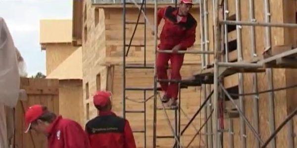 Сколько стоит построить каркасно-панельный дом за два месяца и какие нюансы сопровождают это строительство?