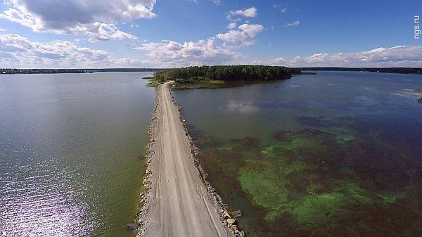 Остров в Бердском заливе Обского водохранилища, на котором планируются возвести коттеджный посёлок «Остров» на 70 домовладений
